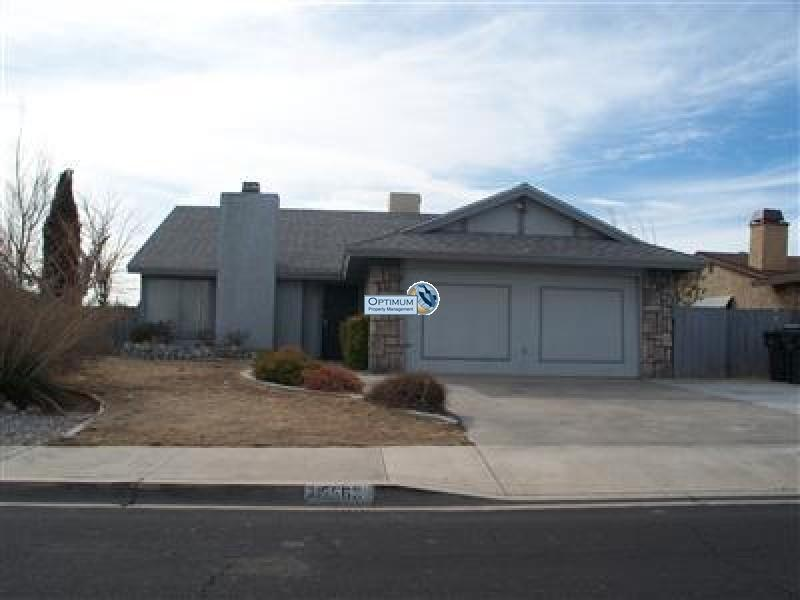 Nice house in Victorville with a fireplace, Wood Stove, Covered Patio 1