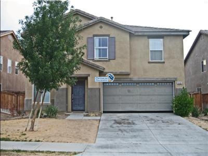 4 bedroom, two-story home in Hesperia 1