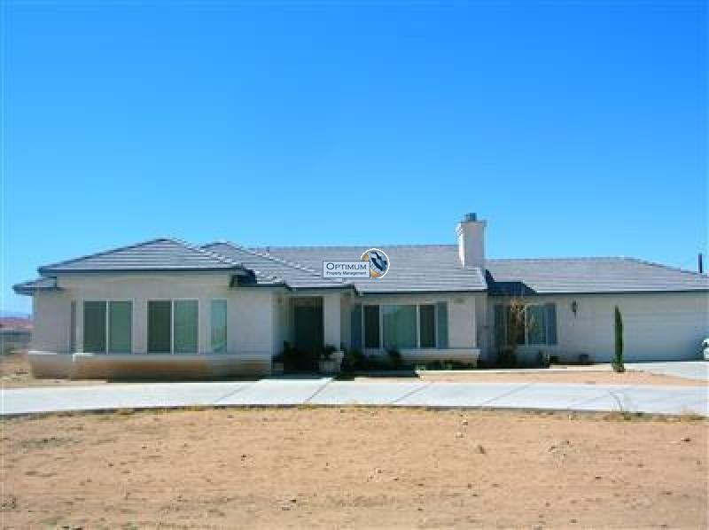 Very nice 4 bedroom in Apple Valley 1