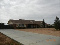 Apple Valley home on 1+ acre property fully fenced