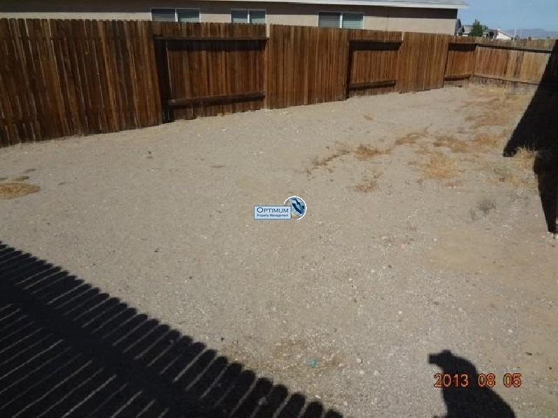 Pleasant 3-bedroom home in victorville 10
