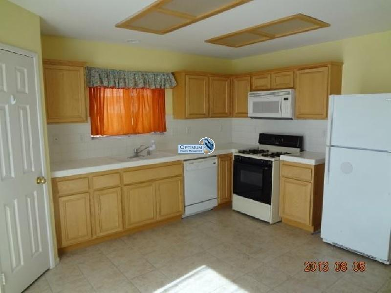 Pleasant 3-bedroom home in victorville 5