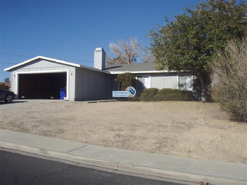 4-bedroom north Victorville home with fireplace 1