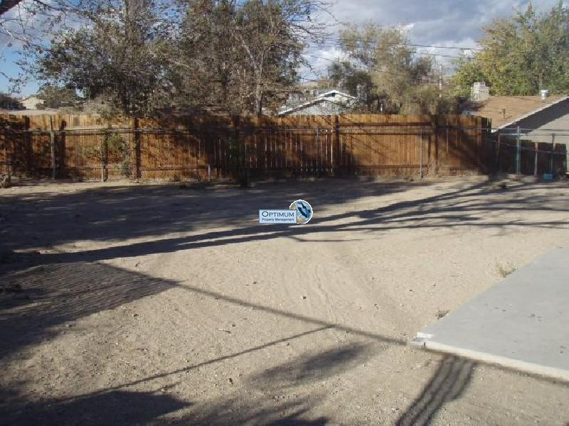 4-bedroom north Victorville home with fireplace 15
