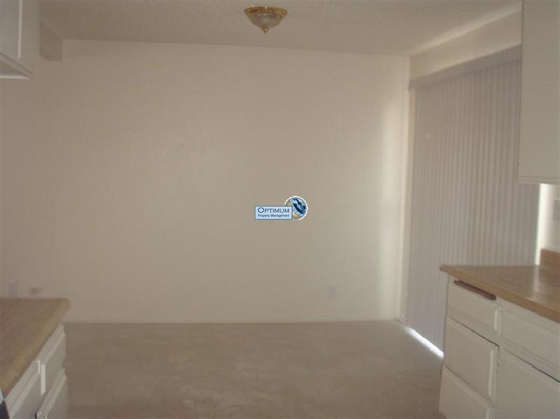 4-bedroom north Victorville home with fireplace 14